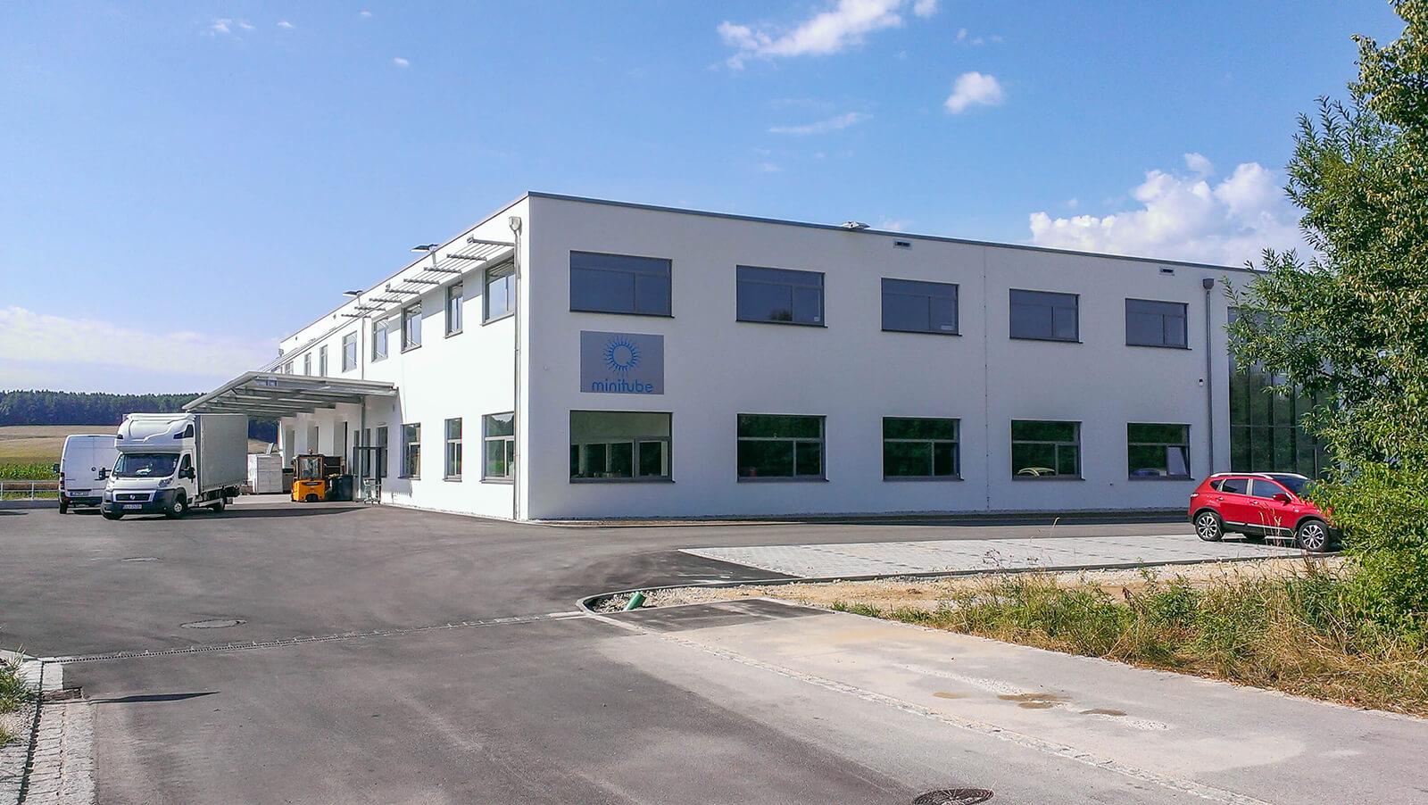 Außenansicht des neuen Logistikgebäudes von Timmog
