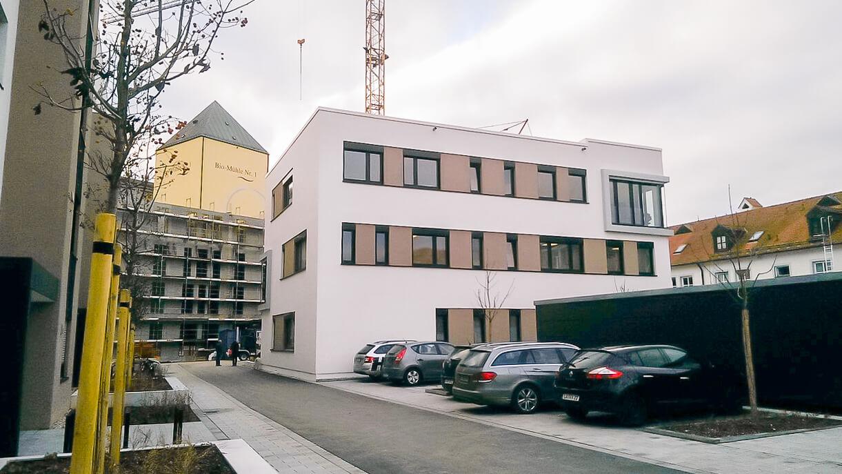 Außenansicht des neugebauten Bürogebäudes