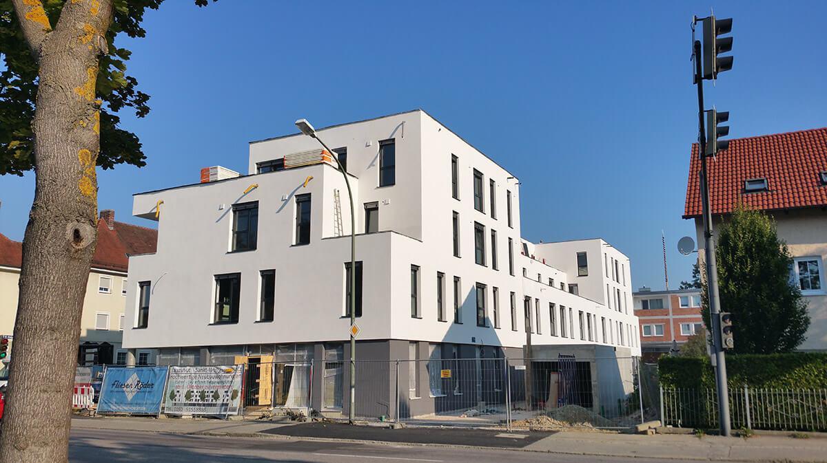 Außenansicht der Bauarbeiten in einem Geschäfts- und Wohnhaus in Landshut