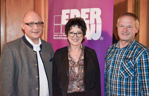 Markus Eder mit den Geehrten Brigitte Sailer und Manfred Mamminger